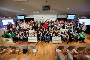 """Zehn Vereine erhielten in Hamburg die Auszeichnung """"Das Grüne Band"""" für ihre hervorragende Nachwuchsarbeit. Foto: Markus Goetzke/DOSB"""