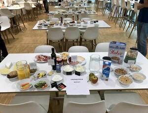 In der Kantine des DOSB haben die Küchenleiter und -leiterinnen ein gesundes Frühstück präsentiert. Foto: DOSB