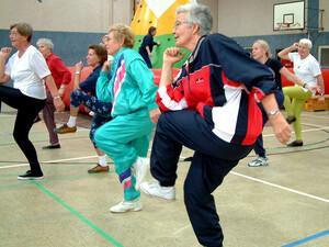 Aktives Altern und ein unabhängiges Leben im Alter kann durch Bewegung und Sport gewährleistet werden. Foto: picture-alliance