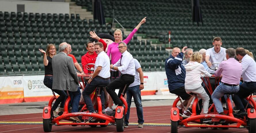 Im Teambike-Wettbewerb war Bahnradfahrer Robert Bartko mit seiner Mannschaft (links) nicht zu schlagen. Foto: Treudis Naß