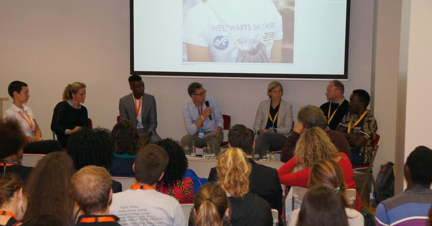 Angeregte Diskussion über weltwärts im Sport zwischen Podium und Gästen. Foto: DOSB