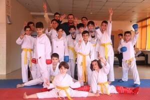 Im DOSB Projekt treiben türkische und syrische Kinder gemeinsam Sport. Foto: DOSB