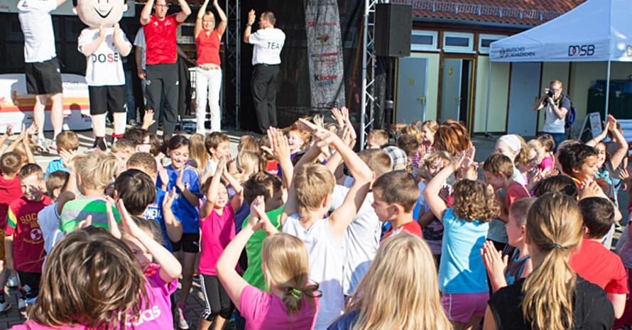 1.500 Teilnehmer legten beim Tourstopp in der Lutherstadt Wittenberg das Sportabzeichen ab. (Fotos: DOSB/Meike Engels)