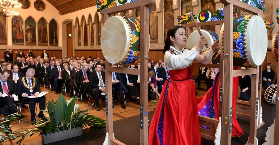Die koreanischen Trommlerinnen von Bibon Flying Sticks eröffneten den Neujahrsempfang. Fotos: DOSB/Kai-Uwe Wärner