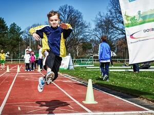 Weitsprung gilt im Rahmen des Deutschen Sportabzeichens als Nachweis für den Bereich Koordination. Beim Internationalen Deutschen Turnfest in Mannheim kann man die Prüfung ablegen, aber auch bei einem Workshop die Prüflizenz in den Bereichen Leichtathletik und/oder Gerätturnen erwerben. (Foto: Meike Engels)