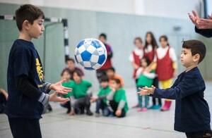 Sport mit und für geflüchtete Kinder; Foto: picture-alliance