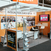 """Messestand von """"Integration durch Sport"""" auf der Frankfurter Buchmesse"""