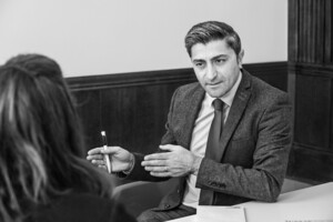 """Als Leiter der Landesweiten Koordinierungsstelle Integration in Nordrhein-Westfalen hat Suat Yilmaz das """"Talentscouting"""" an Schulen in NRW entwickelt. Foto: Regina Schmeken"""