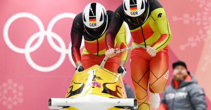 Auf dem Weg zur Halbzeitführung: Nico Walther und Christian Poser starten in Lauf zwei (Fotos: Picture Alliance)