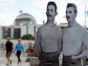 Die Stele der Brüder Flatow war auch ein Ziel des Anschlags. Foto: picture-alliance