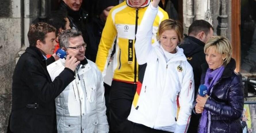 Doppel-Olympiasiegerin Maria Riesch freut sich über die vielen Fans, Alle Fotos: picture-alliance