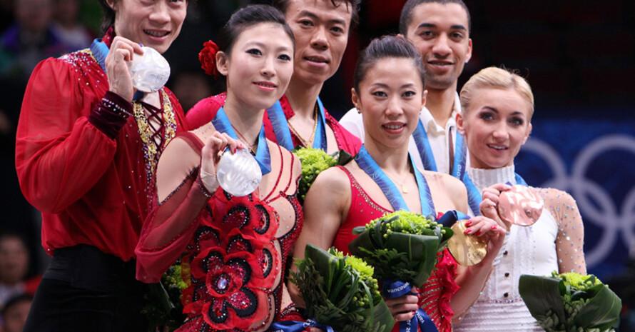 Aljona Savchenko und Robin Szolkowy (r.) gewinnen in Vancouver Bronze. Copyright: picture-alliance