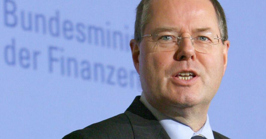 Der Bundesfinanzminister Peer Steinbrück gibt Entwarnung. Copyright: picture-alliance/dpa