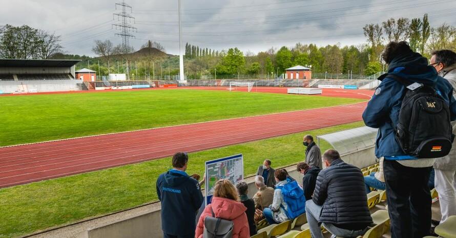 Inspektor*innen des Internationalen Hochschulsportverbands FISU besuchen die Region Rhein-Ruhr. Foto: Land NRW/Borwinkelmann