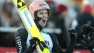Karl Geiger jubelt nach einem gelungenen Sprung. Foto: picture-alliance