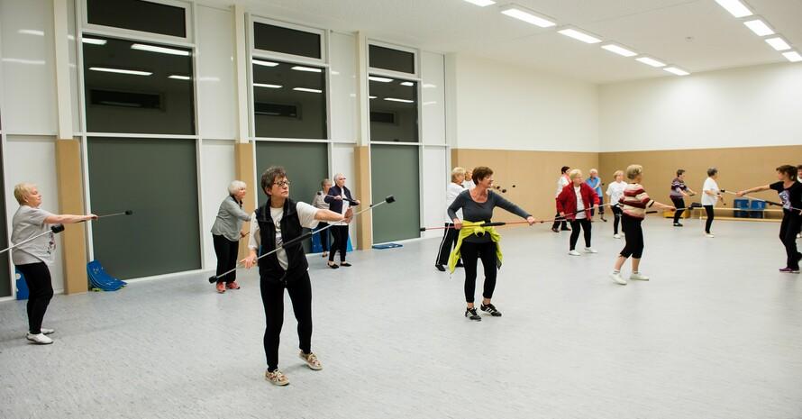 Frauen im fortgeschrittenen Alter halten sich mit Gymnastik fit. Foto: LSB NRW / Bowinkelmann