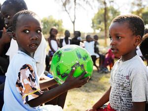 Unicef und dsj wollen den Kindern in Haiti helfen. Copyright: picture-alliance