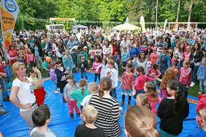 """Kinder sind begeisterte Akteure bei den Mitmach-Aktionen von """"Kinder stark machen"""". Foto: BZgA"""