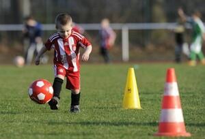 Der DFB-Aktionstag soll nicht nur Fußballtechnik lehren, sondern auch die Persönlichkeit der Kinder schulen. Foto: picture-alliance