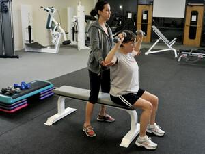 Turn- und Sportvereine verfügen inzwischen oft auch über vereinseigene Fitness-Studios. Foto: picture-alliance