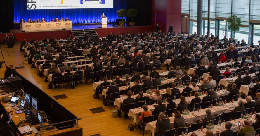 Die Mitgliederversammlung stimmte in Dresden für eine deutsche Olympiabewerbung. Foto: picture-alliance/Ronald Bonss