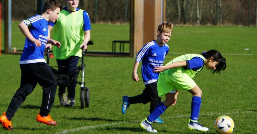 Alle können mitmachen. Der Spaß am Fussball steht bei der InduS Emslandliga im Vordergrund.  Foto: KSB Emsland