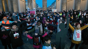 One Billion Rising am Brandenburger Tor 2018. Foto: picture-alliance