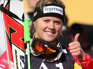 Daumen hoch für Vancouver: Skirennläuferin Viktoria Rebensburg wird von der Sporthilfe gefördert und wurde 2009 Juniorsportlerin des Jahres. Copyright: picture-alliance