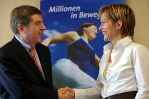Wollen Millionen in Bewegung bringen: DOSB-Präsident Dr. Thomas Bach und ARD-Buffet-Moderatorin Evelin König. Foto: Camera4