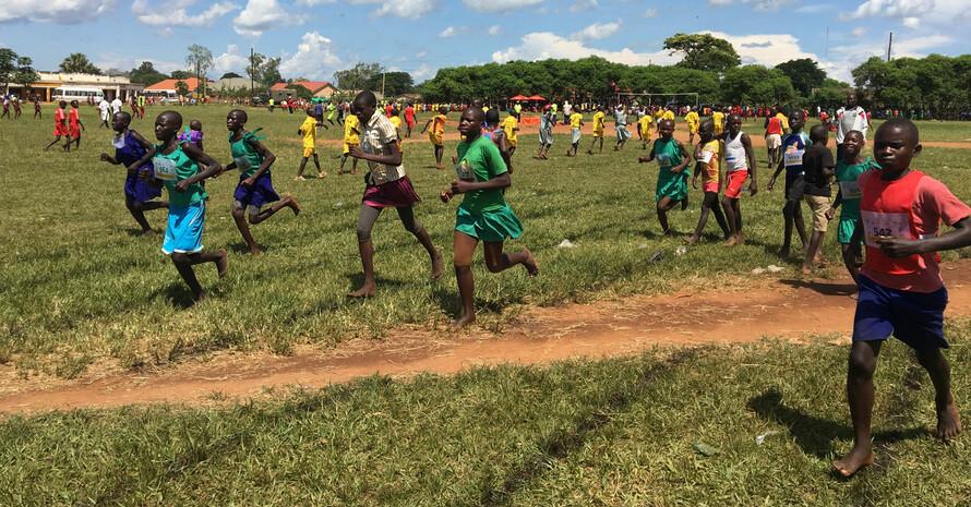 """In Uganda vermittelt """"Athletics for Development""""  Kindern und Jugendlichen sogenannte """"Life skills"""". Foto: DOSB"""