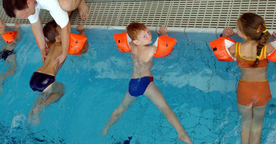 Ohne Schwimmbäder kein Schwimmunterricht. Foto: picture-alliance