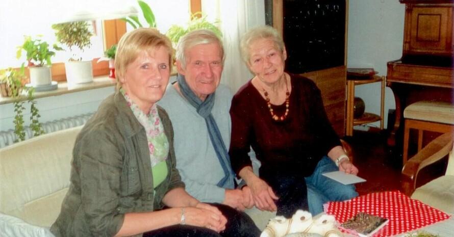Sigrid und Heinrich Ringelkamp mit einer ungarischen Lehrerin, deren Schule schon seit zwanzig Jahren eine Partnerschaft mit einer Realschule im Kreis Rems-Murr pflegt (Foto: privat)