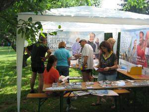 """Es gibt schon viele Materialien zum Thema """"Bewegung gegen Krebs"""", die teilnehmende Vereine für ihren Infostand nutzen können. Foto: DOSB"""