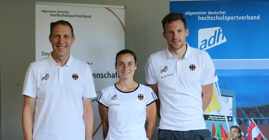Sportdirektor Thorsten Hütsch (li.) mit Taekwondo-Sportlerin Madeline Folgmann und Stabhochspringer Torben Blech; Foto: adh