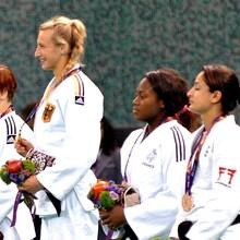 Judo-Goldmedaillengewinnerin Martyna Trajdos darf bei der Abschlussfeier die Deutsche Fahne tragen.