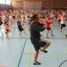 Zweiseitig: In Schulen nutzt Martin Rietsch HipHop als Lehrmittel...