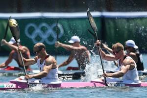 Kraftvoll paddeln Max Hoff (vorne) und Jacob Schopf auf den zweiten Platz und holen sich Silber. Foto: picture-alliance