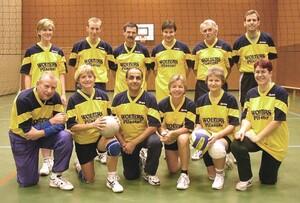 Obere Reihe, 2. von rechts: Rudi Stein, Spielertrainer des Mix-Team vom MTV Salzdahlum (Foto: MTV Salzdahlum).