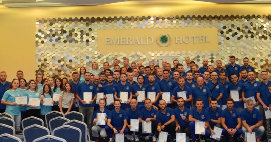 Die erfolgreichen Teilnehmerinnen und Teilnehmer mit ihren Zertifikaten. Foto: FFK / DOSB / Nees