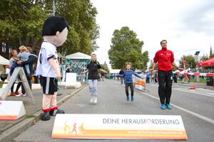 """Zwei Herausforderer trieben Danny Ecker bei """"Challenge the Champions"""" zu Bestleistungen an. Foto: DOSB/Treudis Naß"""