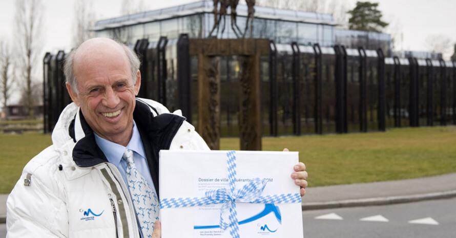 Willy Bogner überbrachte das Mini-Bid-Book an das IOC. Foto: München 2018/Martin Hangen