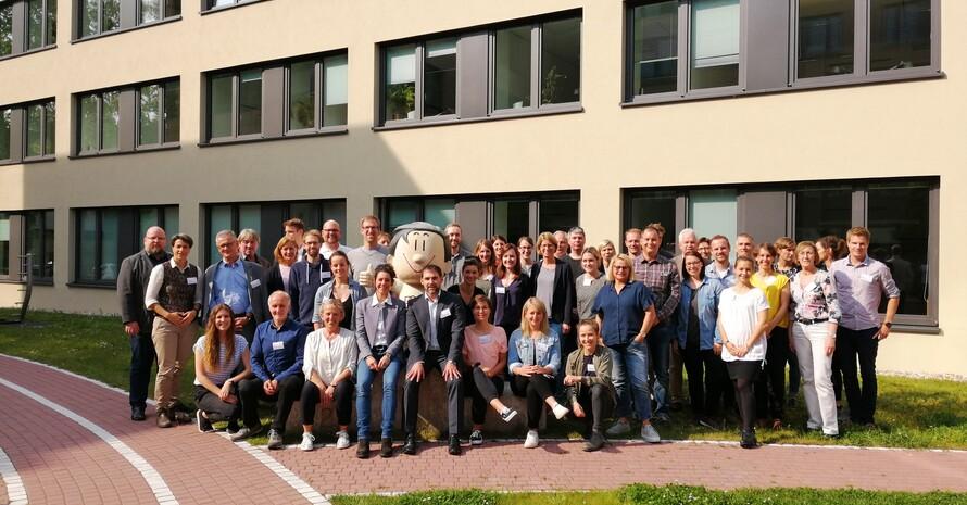 Gruppenfoto von allen Teilnehmenden des Fachforums Sport und Gesundheit am 23./24. Mai in Frankfurt am Main.