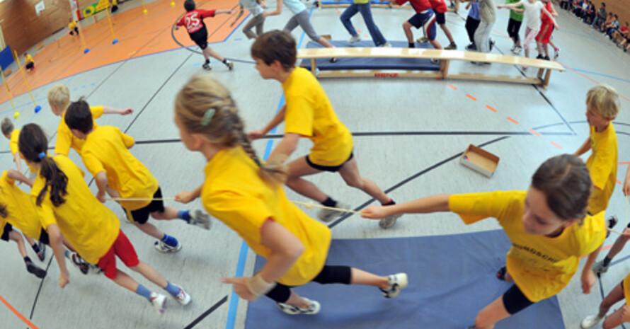 Sportstunde für Schulkinder; Foto: picture-alliance