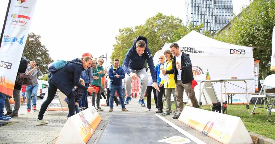 Weitsprung beim Sportabzeichen-Tourstopp 2019 in Frankfurt; Foto: Treudis Naß