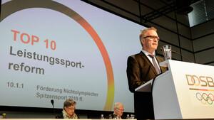 Dirk Schimmelpfennig auf der DOSB-Mitgliederversammlung in Düsseldorf. Foto: DOSB/Ulla Burghardt
