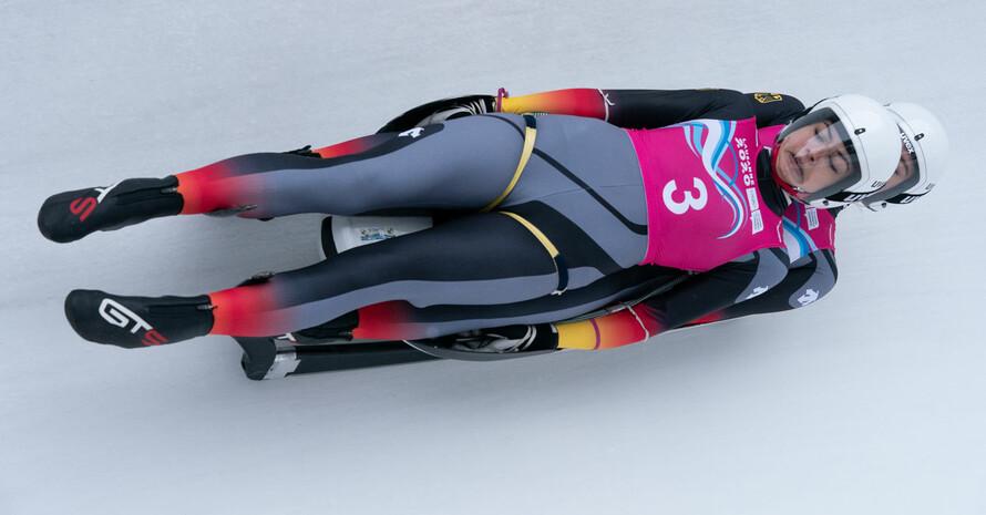 Jessica Degenhardt und Vanessa Schneider gewinnen bei der Premiere des Frauen-Doppelsitzer Gold. Foto: Olympic Information Services