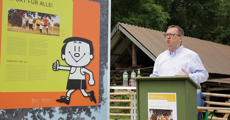 Andreas Klages gibt den Besuchern einen historischen Einblick in die Trimm-Bewegung.