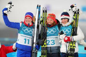 Ein Kindheitstraum: Laura Dahlmeier gewinnt vor Marte Olsbu (links) aus Norwegen und Veronika Vitkova (rechts) aus Tschechien (Foto: Picture Alliance)