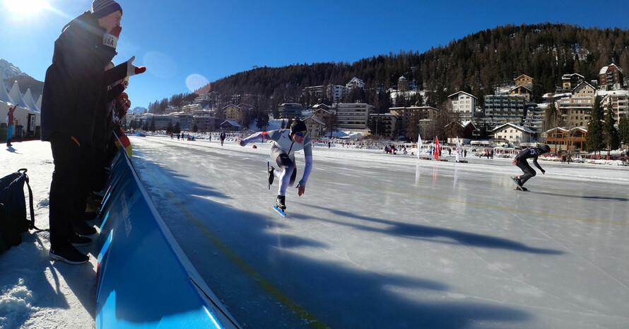 Die Eisschnellläufer*innen starten auf Natureis des Sankt Moritzersees. Foto: DOSB