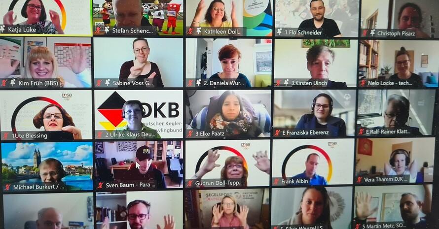 Veranstaltungseinblick auf einem Laptop mit 25 aktiven Videofenstern mit den Teilnehmerinnen und Teilnehmern